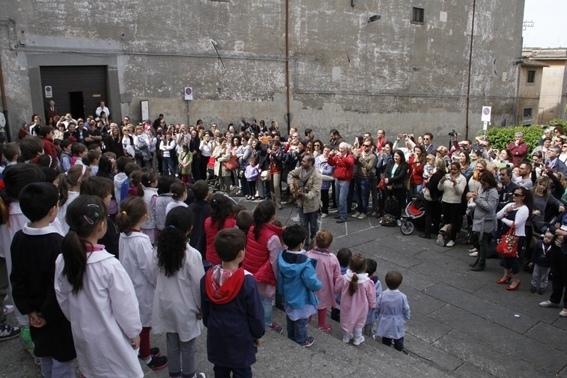 Settimana della Scuola, l'avvio col coro dei bimbi, altre iniziative in programma