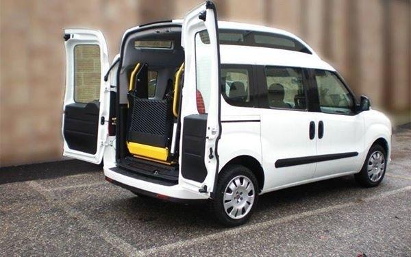 Trasporto disabili, Servizi Sociali. «Il Fiat Doblò è tornato in funzione»