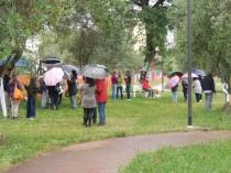 Gli abitanti del quartiere Santa Barbara alla manifestazione di ieri